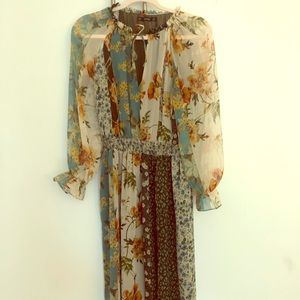 Perfect for fall! Floral maxi dress